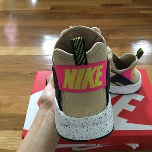 purchase cheap a285b 99645 Nike Shoes - Nike Air Huarache Ultra SL